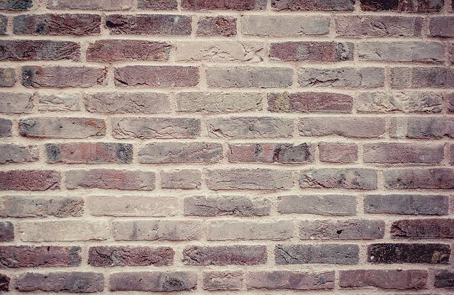 klein-huis-muur